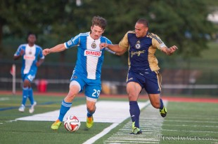 Quincy Thomas works to dispossess Antoine Hoppenot. (Photo Credit: Dave Musante/Penn Images)
