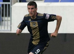 Le Toux with possible MCL injury and more news