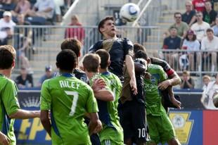 A great Kasey Keller save denied Arrieta's powerful header off a corner kick. (Photo: Daniel Gajdamowicz)