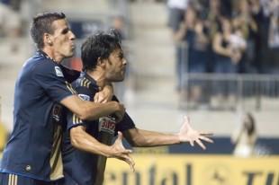 Ruiz scores the second goal against Chivas. (Photo: Daniel Gajdamowicz)