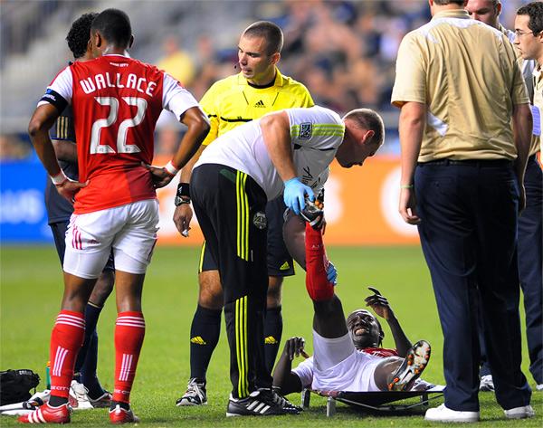 Jack Jewsbury get a yellow card.