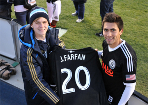Jimmy McLaughlin and Michael Farfan admire one fan's new Jarfan jersey. Photo: Earl Gardner