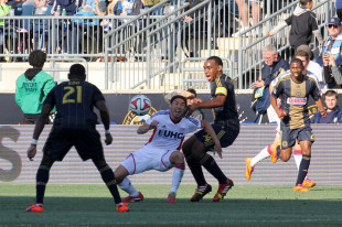 Amobi mic'd up, more Union props, Green commits to Red, White, & Blue, more news