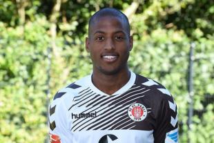 "Union sign Fabrice ""Fafa"" Picault"