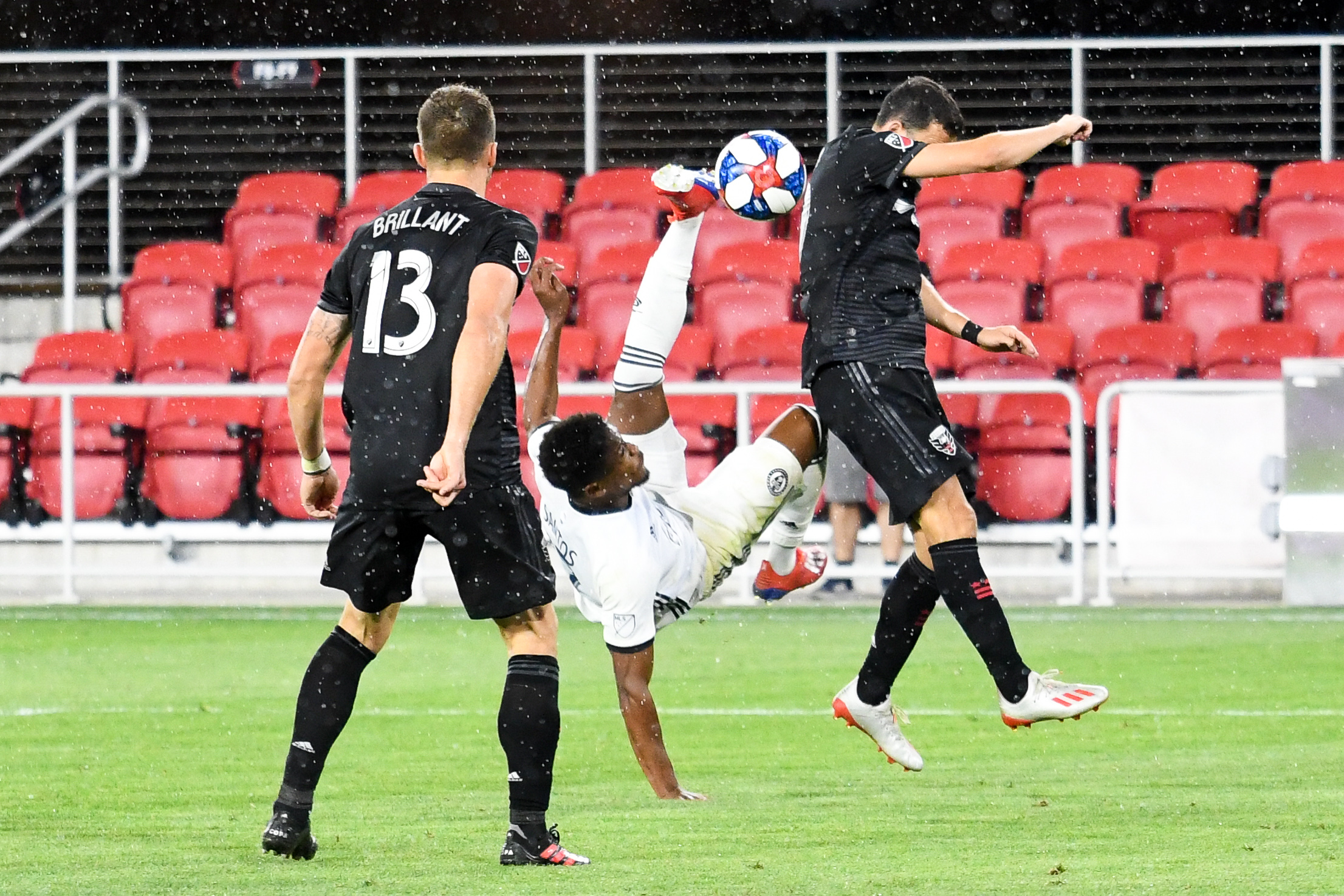 Sergio Santos attempts a bicycle kick for a goal in overtime.