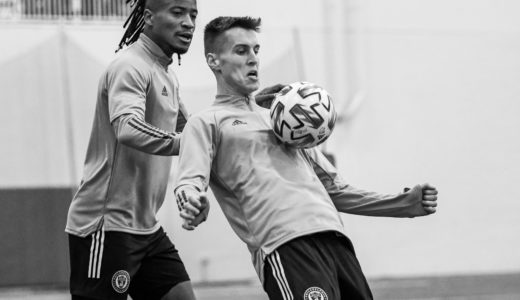Sergio Santos looks for the opportunity to steal the ball during defensive drills with Matej Oravec.