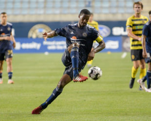 Benjamin Ofeimu, Union II, receives the ball midfield.