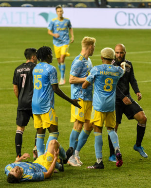 Union teammates come to hold Gonzalo Higuaín accountable for the play against Kia Wagner.