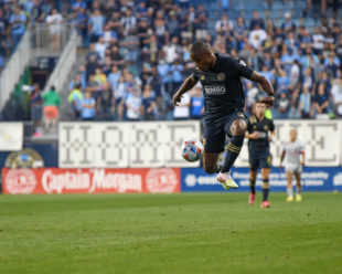 Sergio Santos receives the ball mid-air to take it down the sideline.